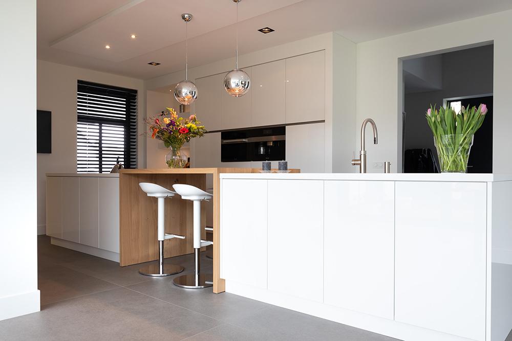 Moderne witte keuken