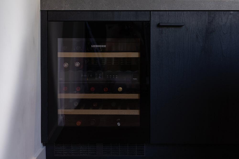 Zwarte kunststof keuken
